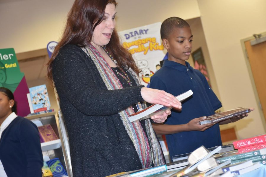 Mrs.+Harris+helps+students+browse+selections+ranging+from+horror+to+fantasy+to+cookbooks.